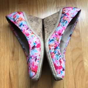 NWOT Life Strides flower shoes! S8